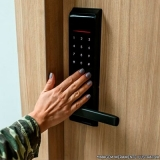 instalação fechadura biométrica preços Jardim Baroneza